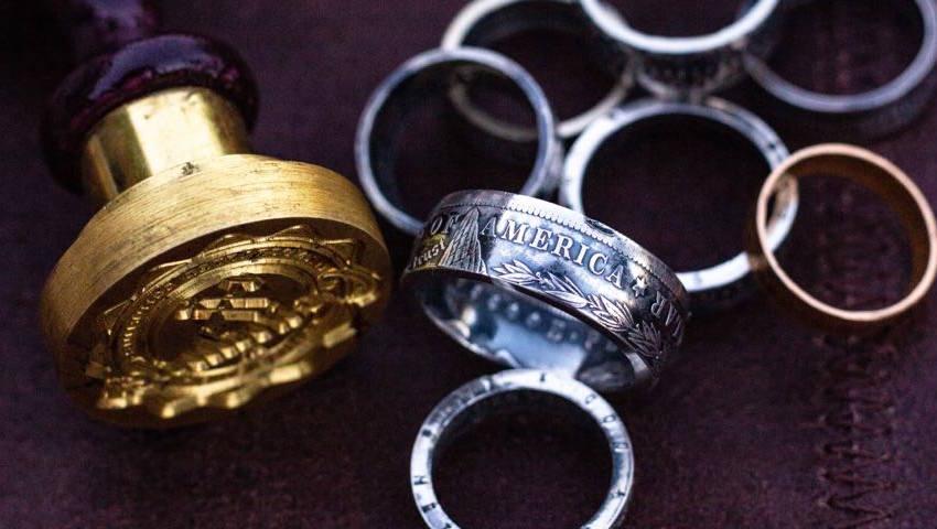Ringen gemaakt van oude zilveren guldens